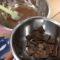 混ぜ終わった材料とトッピング用のチョコレート