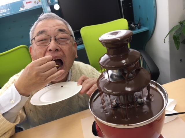 チョコフォンデュを楽しむ代表